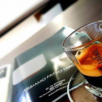 Caffe ditalia espresso in een glas